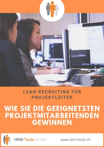 Lean Recruiting - Zwei Projektmitarbeitende vor einem Bildschirm